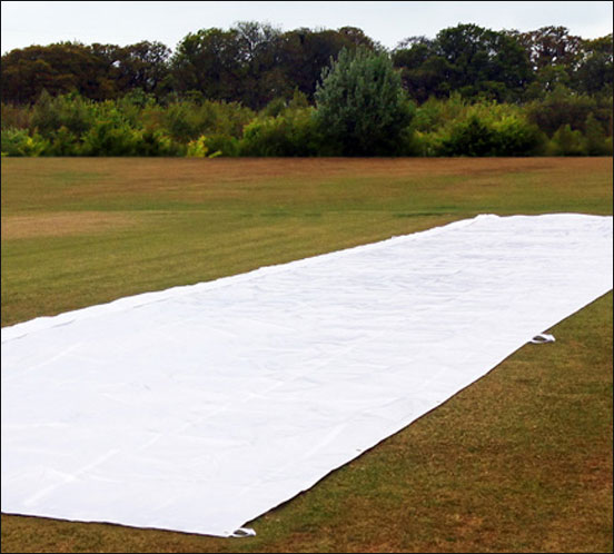 PULL OVER WICKET RAIN SHEET