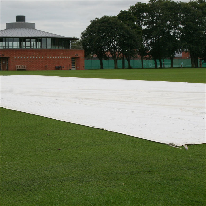 COUNTY WICKET RAIN COVER